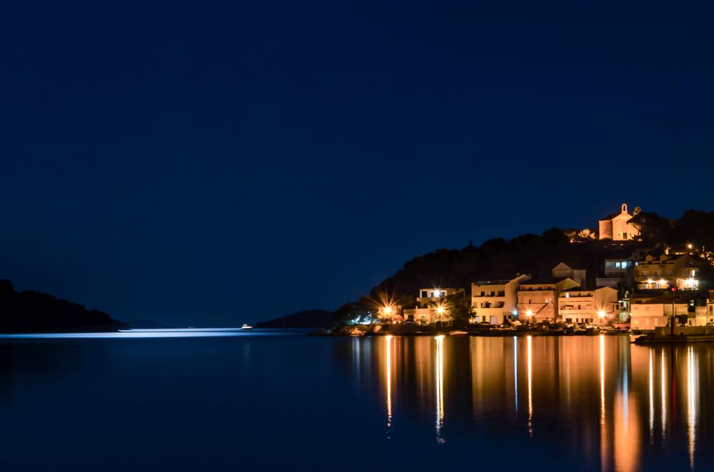 Tisno by night